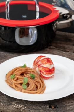 astice con contorno di spaghettoni ricetta di Vlaerio Braschi per Wmf vert (1)