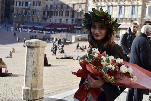 Alessia il giorno della laurea a Siena