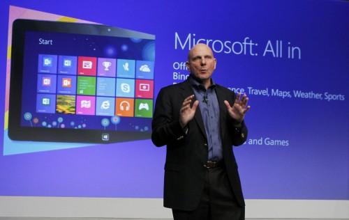 Il ceo di Microsoft Steve Ballmer alla presentazione di Windows 8