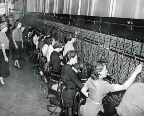 Telephone-switchboard-operators-in-WW-1957-2
