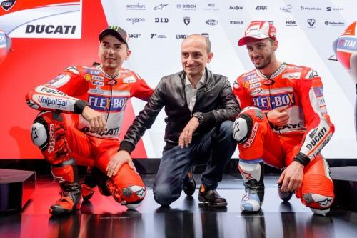 Ducati MotoGp 2017. Da sinistra: Jorge Lorenzo; Claudio Domenicali ad Ducati, Andrea Dovizioso (LaPresse)