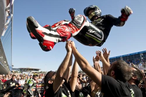 Jonathan Rea in trionfo a Jerez