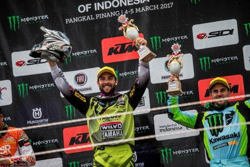Shaun Simpson in sella alla Yamaha sul podio in Indonesia 2017