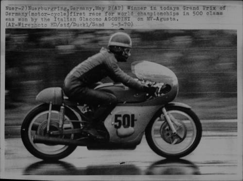Giaccomo Agostini al Nurburgring nel 1970 (Foto AP)