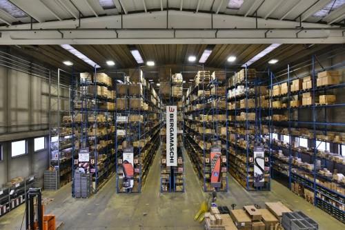 L'enorme magazzino della Bergamaschi ricambi a Bresso