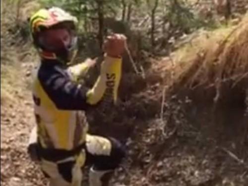 Il cavo trovato da un endurista su un sentiero in Val Brembana nel 2015