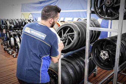 La preparazione degli pneumatici per il Gran Premio di Argentina
