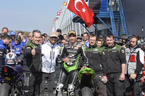 Puccetti (a sinistra) con il pilota turcoRazgatlioglu