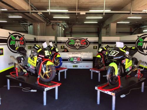 Le moto della RMU di Bartolini (a sinistra) e di Rossi