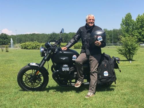 Dario Scotti, in partenza con la sua Moto Guzzi V7 III Stone