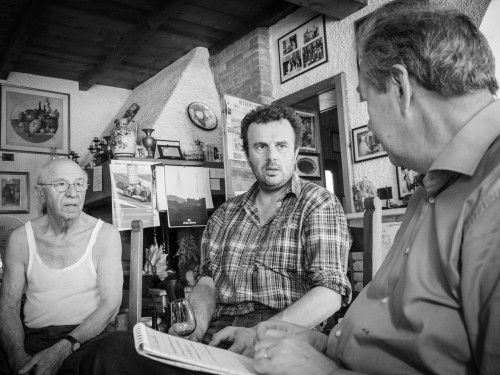 Da Lino Maga. Da sinistra: il padrone di casa, Andrea Picchioni e Antonio Morra (foto di Ermanno Bidone)
