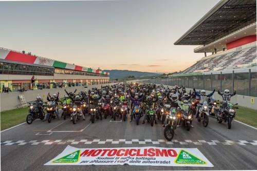 Il raduno del Mugello per consegnare le firme della petizione di Motociclismo