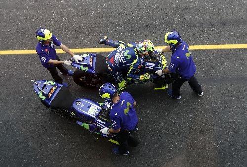 Il cambio moto di Valentino Rossi (AP)