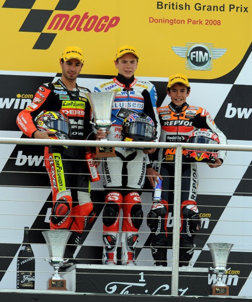 Podio a Donnington 2008 del mondiale 125. Da sinistra: Mike Di Meglio, Scott Redding e Marc Marquez, già pilota KTM (AFP)