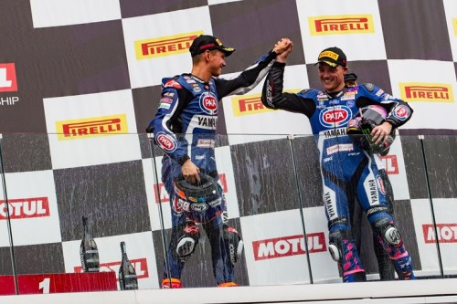 Michael Van der Mark e Alex Lowes sul podio di Magny Cours