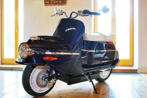 il neonato TYPE 506 elettrico di Cezeta che ricorda il famoso (negli Anni '50) scooter della casa Cecoslovacca CZ