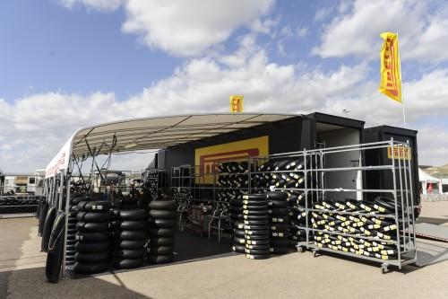 Phillip Island: l'area tecnica Pirelli, base per la fornitura di pneumatici
