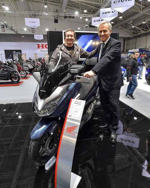 Da sinistra: Freddie Spencer con Pietro Piccinetti, Amministratore Unico ieri allo stand Honda Fiera Roma