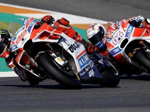 La sfida tra Lorenzo che precede Dovizioso a Valencia 2017
