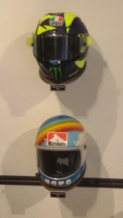 Il casco di Vale e, sotto, di Graziano Rossi