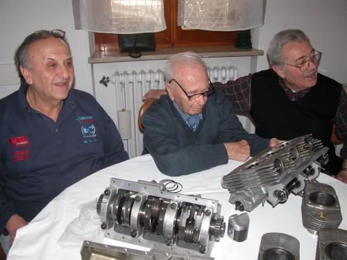 Da sinistra: Franco Bursi, Ruggero Mazza e Renzo Bruini durante il restauro della Cardani