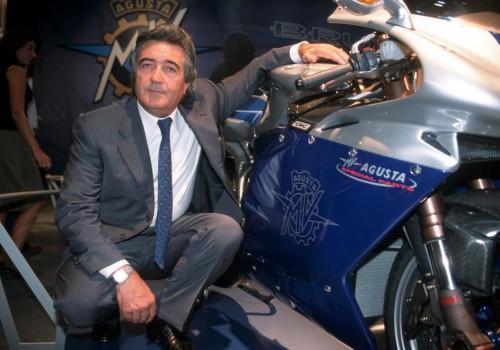 Claudio Castiglioni accanto al suo grande amore motociclistico: la MV Agusta (magoeconomica)