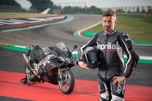 Max Biaggi con la Aprilia RSV 4 Factory