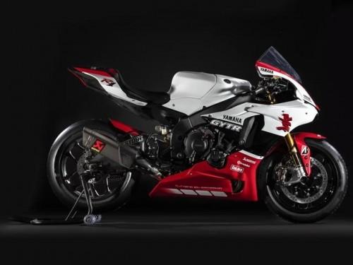 Yamaha ha celebrato il 20° anniversario della YZF-R1 con un modello preparato per la pista, equipaggiamento GYTR e livrea della moto che ha vinto la ( Ore di Suzuka