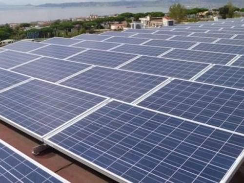 Un impianto fotovoltaico: anche in questo caso l'energia prodotta ha un costo unito ad un impatto ambientale non uguale a zero