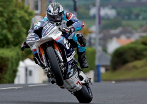 Michael Dunlop impegnato nella North West 200