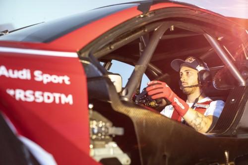 Dovizioso al simulatore della AUDI RS5 DTM si prepara alla gara di Misano