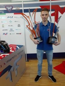 il pilota Luca Campaci con i trofei di Aragon: vittoria in pista e miglior moto
