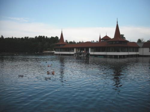 Le terme del lago di Heviz: il bagno nelle acque vulcaniche è un'esperienza unica