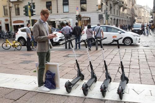 Prende piede a Milano l'affitto di monopattini elettrici per muoversi in centro