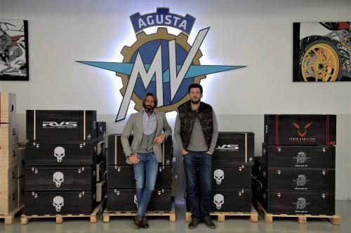 Giovanni Castiglioni (a sinistra) e Timor Sardarov in fabbrica