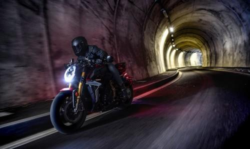 """La Brutale 1000 Serie Oro, il nuovo modello """"Hyper-naked"""" votato come la """"moto più bella del salone"""" ad Eicma 2018"""
