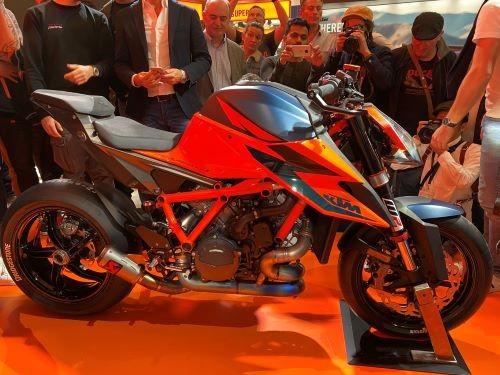 La nuova KTM 1290 SuperDuke R: proposta austriaca per polsi esperti