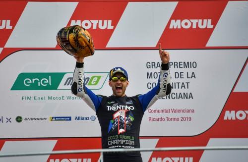 Valencia 2019: Matteo Ferrari, 22 anni, festeggia il primo titolo iridato nella storia della Moto E