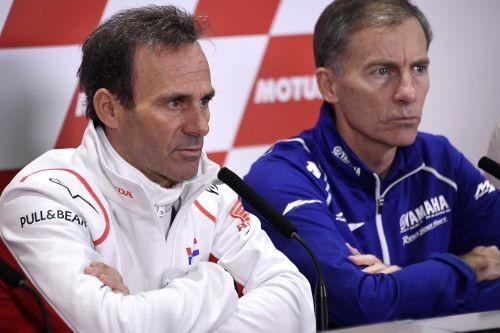 Da sinistra: Alberto Puig e Lin Jarvis a Valencia il giorno l'addio di Lorenzo alle corse