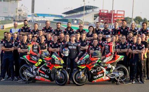 La squadra corse Aprilia 2020 al completo