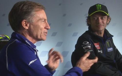 Jarvis e Rossi durante la conferenza stampa trasmessa da Sky in cui Vale annuncia il passaggio in Petronas per il 2021