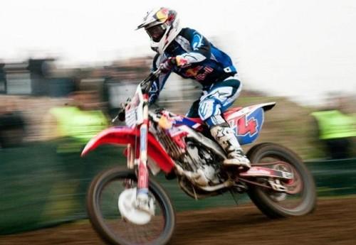 Andrea Dovizioso durante una sessione di motocross, la sua grande passione