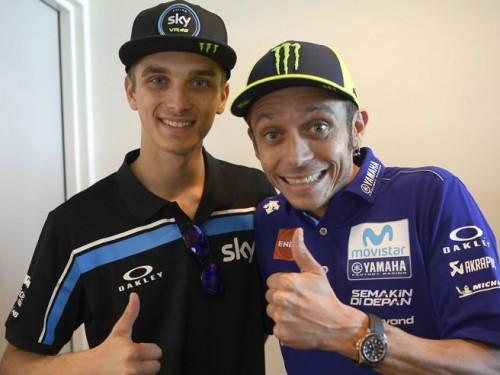 Da sinistra: Luca Marini all'esordio in MotoGP e Valentino Rossi la Leggenda