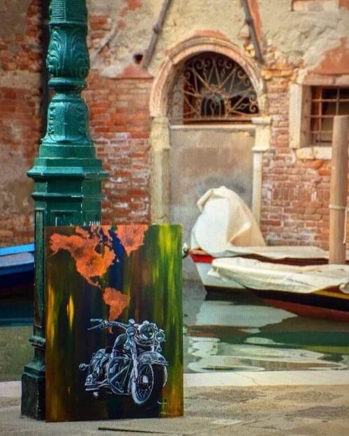 Una Harley ritratta da Elisabetta Franceschini pittrice veneziana