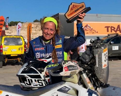 Francesca Gasperi durante una pausa del Transanatolia Rally