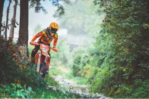 Un difficile passaggio di un concorrente in gara alla Sei giorni 2021 (Agrati)