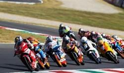 """Un classico """"gruppone"""" della gara di Moto 3"""