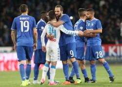 Napoli-Juventus 1-1 / L'abbraccio tra Higuain e Insigne
