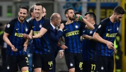 Inter Milan's Italian defender Danilo D'Ambrosio (L) celebrates with teammates after scoring a goal during the Italian Serie A football match between Inter Milan and Sampdoria at the San Siro stadium in Milan on April 3, 2017. / AFP PHOTO / MIGUEL MEDINA (Photo credit should read MIGUEL MEDINA/AFP/Getty Images)
