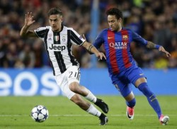 Barcelona's Neymar, right, challenges Juventus's Paulo Dybala, left, during the Champions League quarterfinal second leg soccer match between Barcelona and Juventus at Camp Nou stadium in Barcelona, Spain, Wednesday, April 19, 2017. (ANSA/AP Photo/Manu Fernandez) [CopyrightNotice: AP2013]